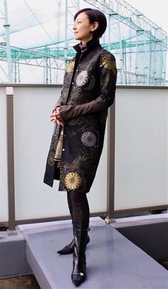 どんなスタイルにもサッと羽織るだけで決まっちゃう! | GALLERY | Daily Silk Jacket, Kimono Jacket, Kimono Dress, Japanese Costume, Japanese Kimono, Kimono Fashion, Girl Fashion, Vetement Fashion, Kimono Fabric