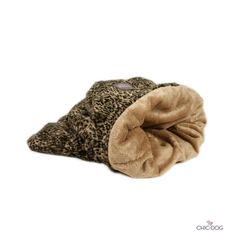 Ocelote #dog #sleepingbag - in soft eco-fur. It will wrap your little dog in a warm and soft hug | Ocelote sacco nanna per cani. In eco-pelliccia. Avvolgerà il tuo piccolo amico in un caldo e mordibo abbraccio #Chic4Dog
