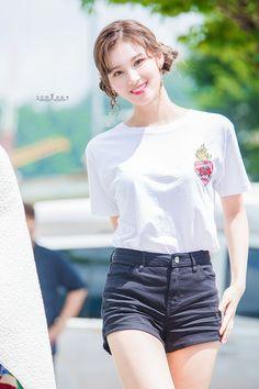 Sana-Twice 180714 Music Core Mini Fan Meeting Nayeon, Kpop Girl Groups, Kpop Girls, Sana Cute, Sana Momo, Sana Minatozaki, Chaeyoung Twice, Twice Kpop, Twice Sana