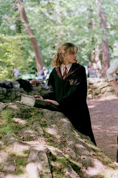 Keeping you up to date with all things Emma Watson since Enjoy! Fotos Do Harry Potter, Harry Potter Girl, Mundo Harry Potter, Harry Potter Pictures, Harry Potter Universal, Harry Potter Fandom, Harry Potter Characters, Harry Potter Hermione Granger, Draco