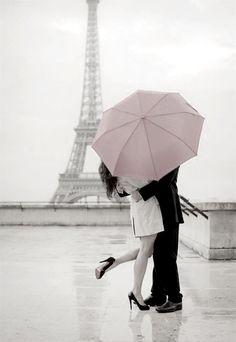 Ooh wat lief! Een romantisch uitje naar Parijs en weer iets roze, wat natuurlijk opvalt. Echt super!