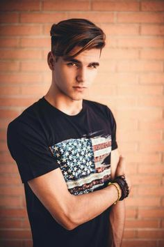 Alvaro Mel is American flag tee Hair And Beard Styles, Short Hair Styles, Comb Over Haircut, Men Hair Color, Photography Poses For Men, Hommes Sexy, Grunge Hair, Boy Hairstyles, Haircuts For Men