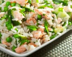 Tasty salmon rice and peas Rice Salad Recipes, Salmon Salad Recipes, Pea Recipes, Healthy Recipes, Salmon And Rice, Clean Eating, Healthy Eating, Meals For One, Paella