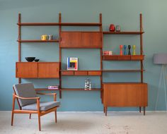Discover recipes, home ideas, style inspiration and other ideas to try. Mid Century Decor, Mid Century Furniture, Entertainment Shelves, Great Interior Design Challenge, Modern Wall Units, Retro Room, Living Room Shelves, Storage Places, Built In Shelves