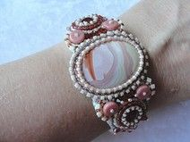 "Perlenstickerei-Armband ""Jane"" Recycled Art, Beaded Embroidery, Recycling, Gemstone Rings, Gemstones, Etsy, Beads, Vintage, Jewelry"