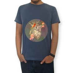 Camiseta linha heart por Sarah Stehling a venda no https://www.colab55.com/@sarahstehling   Feitas com malha estonada ou quality, 100% algodão, nossas camisas são macias, confortáveis e vestem super bem. Ah, e não encolhem!