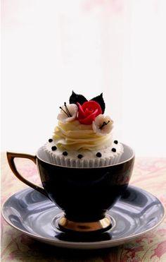 Super elegant cupcake idea.  No really, CUP cakes.