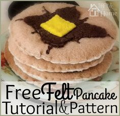 Free felt pancake tutorial and pattern that is easy enough for the beginner, but cute enough to satisfy all skill levels. The perfect DIY toy!
