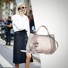 """A maravilhosa bolsa """"Elis"""" chegou com detalhe em pescado para dar ainda mais charme e estilo.   Toda em couro, com três repartições internas e alça tiracolo removível.  #lançamento imperdível.    #BH   Rua Ceará 1332    #SP  Rua Oscar Freire 677    Whatsapp  11 97481-8010    #fashionbag #trendacessories #fashionlovers #streetstyle #bolsadecouro #bolsas #leatherbags #coolhunting #bolsapravidatoda"""