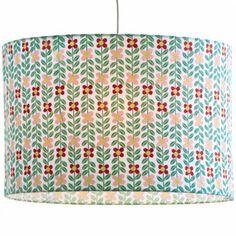 Découvrez l'abat-jour à motif fleurs de la collection Twiggy par Djeco, idéal pour décorer la chambre d'une petite fille !