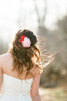 The Right Pop of Red   Styling by @rreweddings   Photography by @nancyray