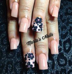 Pin for Later: 30 blumige Manikürideen, die den Frühling auf eure Finger zaubern