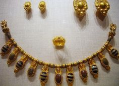 Etruscan gold jewelry, Metropolitan Museum of Art   NYC