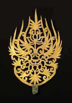 Gold Crown Ornament Culture / Period -- Baekje Kingdom century) Provenance -- Gongju-si (Geumseong-dong, Royal Tomb of King Muryeong). Historical Artifacts, Ancient Artifacts, Ancient Jewelry, Antique Jewelry, Asian History, Korean Art, Korean Traditional, Touch Of Gold, Royal Jewels