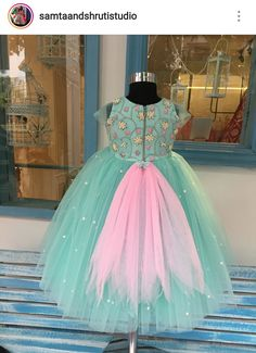 59 trendy clothes for girls baby bows Baby Girl Party Dresses, Dresses Kids Girl, Birthday Dresses, Kids Outfits, Kids Dress Wear, Kids Gown, Baby Dress Design, Frock Design, Kids Party Frocks