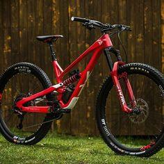 Mountain Bike Action, Mountain Biking Women, Mens Mountain Bike, Yeti Mtb, Montain Bike, Mt Bike, Downhill Bike, Bike Parking, Touring Bike