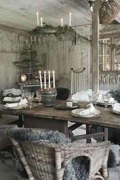 Check Out 21 Cool Rustic Christmas Table Settings. Rustic Christmas style is a very cozy one, it's inspiring and inviting. Scandinavian Christmas, Rustic Christmas, Natural Christmas, White Christmas, Cabin Christmas, Scandinavian Style, Xmas, Nordic Style, Vintage Christmas