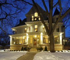 The exterior of the house used in 'The Mary Tyler Moore show'. This gorgeous Victorian in Minneapolis went on sale for nearly three million dollars. Mary Tyler Moore Show, Moore House, Second Empire, Victorian Christmas, Vintage Christmas, Full House, House Star, Victorian Homes, Architecture