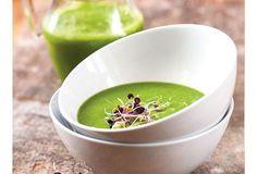 Détox à la soupe, remède naturel :  Il ne s'agit pas de trois jours de bouillons, mais de soupes épaisses avec des fibres et des légumes riches en antioxydants : des potages qui vous apportent des protéines, de bons gras et de grains énergisants que l'on ne retrouve pas dans les jus. Les soupes infusent des nutriments dans votre corps et peuvent stimuler votre métabolisme, même que quelques jours. « Après trois jours de régimes détox, vous commencez à emmagasiner de réels bienfaits pour la… Bouillon Detox, Jus Detox, Vegetarian Recipes, Pudding, Drinks, Cocktails, Cooking, Healthy, Tableware