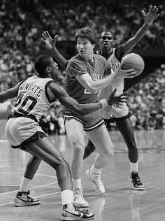 Georgetown's David Wingate and Reggie Williams attempt to trap St. John's Chris Mullin.