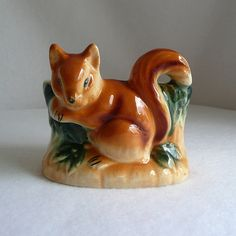 So cute vintage fox Hull Pottery, Mccoy Pottery, Vintage Pottery, Vintage Ceramic, Tree Planters, Ceramic Planters, Vintage Fox, Vintage Thanksgiving, Vintage Planters