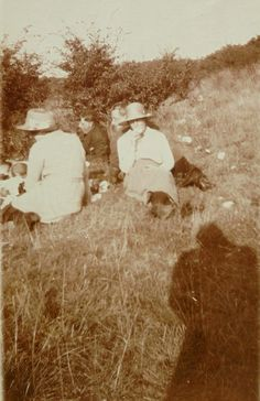 Vintage Summer Photo -  Having a Picnic by LoosLoft on Etsy