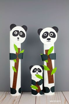 Paper roll panda craft for preschoolers, kindergartners and older kids. Easy zoo animal craft for kids. Panda with bamboo shoot in its paws. Ocean Animal Crafts, Farm Animal Crafts, Bear Crafts, Animal Crafts For Kids, Easy Crafts For Kids, Craft Kids, Koala Craft, Rainbow Fish Crafts, Jungle Theme Birthday