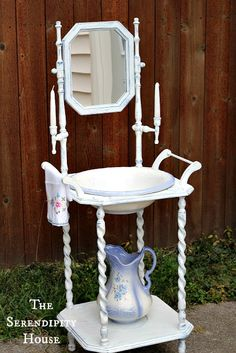 cottage instincts: ::Antique Wash Stand and Dry Sink:: Shabby Chic Antiques, Shabby Chic Decor, Antique Wash Stand, Muebles Shabby Chic, Dry Sink, Chic Bathrooms, Bedroom Vintage, Bath Decor, Country Decor