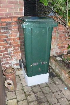 Picture of Make a Compost Bin From a Wheelie Bin