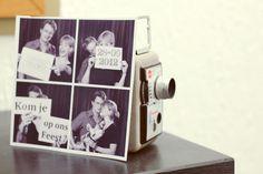 foto van de trouwkaart voor een vintage filmcamera