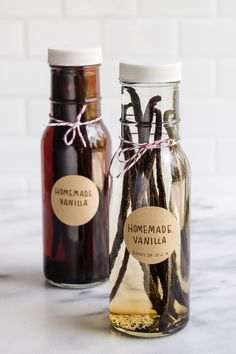 The rate at which we consume vanilla extract in our house is a bit … excessive? But it enhances the flavors of so many foods that I enjoy: smoothies, matcha lattes, homemade whipped cream, eg… Vanilla Extract Recipe, Vanilla Vodka, Vanilla Beans, Vanilla Recipes, Vanilla Cream, Just Juice, Homemade Spices, Homemade Seasonings, Homemade Recipe