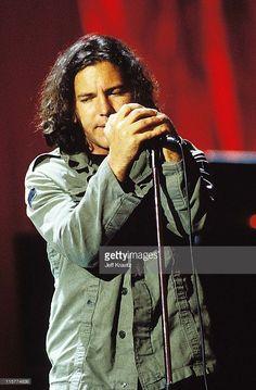 60 Meilleures Eddie Vedder Photos et images Marcus Mumford, Adam Clayton, Roger Daltrey, Sean Penn, Chris Martin, Mark Hamill, Tom Petty, Fenway Park, Lollapalooza