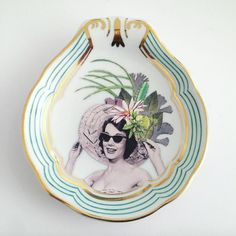 Super Inspired! I totally fell in love with this collages series on porcelain plates created by the amazing artist Mariana Valente. I recommend you to follow her Instagram account to see wonderful …
