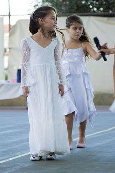 Erste Kommunion Kleid Blumenmädchenkleid aus White Lace Boho-Chic Mädchenkleid, Spitze Kleid Mädchen, Boho Blumenmädchenkleid, böhmische Hochzeit Unsere schönen Kunden sind unser Boho-Stil Nora Dress ❤ präsentiert. Dies ist eine Boho-Stil frisch aus weißen Spitzenkleid super weich und