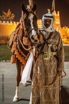Janadriyah, Saudi Arabia - warrior in traditional clothes by Alessandro Oddo Arabian Horse Costume, Arabian Art, Horse Costumes, Arabian Beauty, Saudi Arabia Culture, Saudi Men, Arabian Nights Theme, Arab Women, Islamic Art Calligraphy