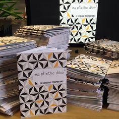 LE NOUVEAU CATALOGUE EST ARRIVÉ EN 5000 ex !!!! Vous voulez le recevoir gratuitement ? Mail à contact@maplinthe-deco.com avec nom, prénom, adresse   #catalogue #inspiration #déco #plinthe #plinthes #maplinthedéco