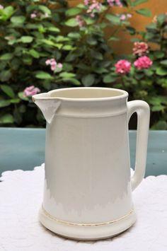 Retrouvez cet article dans ma boutique Etsy https://www.etsy.com/listing/241565912/french-antique-pitcher-from-gien-france