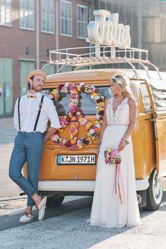 Geniales Photobooth auf Rädern: Der Fotobulli @Nancy Ebert http://www.hochzeitswahn.de/inspirationsideen/andere_inspirationen/geniales-photobooth-auf-raedern-der-fotobulli/ #shooting #bulli #couple
