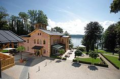 A perfect view - Lake Starnberg in the background Explore, Mansions, House Styles, Wedding, Home Decor, Mariage, Valentines Day Weddings, Luxury Houses, Weddings