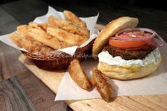 Σπιτικά μπιφτεκάκια για χάμπουργκερ Gyro Pita, Mince Meat, Hamburger, Sandwiches, Food And Drink, Mexican, Dinner, Breakfast, Ethnic Recipes