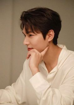 lee min ho legend of the blue sea / lee min ho Asian Actors, Korean Actresses, Korean Actors, Actors & Actresses, Korean Guys, Korean Celebrities, Lee Min Ho Wallpaper Iphone, Wallpaper Lockscreen, Wallpapers