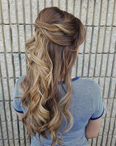 Half up half down wedding hairstyles,partial updo bridal hairstyles - a great options for the modern bride from flowy bohemian to clean contemporary Half Up Half Down Hair Prom, Half Up Wedding Hair, Bohemian Wedding Hair, Wedding Hairstyles Half Up Half Down, Best Wedding Hairstyles, Bridal Hairstyles, Bridal Updo, Bohemian Makeup, Bohemian Bridesmaid