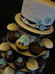 Blue and Brown Wedding Cupcake Tower Vanilla And Chocolate Cupcakes, Chocolate Fondant, Cupcake Tower Wedding, Cupcake Icing, My Perfect Wedding, Engagement Cakes, Creative Wedding Ideas, Creative Cakes, Cake Decorating