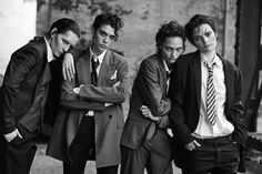 fashion editorials, shows, campaigns & more!: lunch in brooklyn: sasha pivovarova, guinevere van seenus, steffy argelich and kirsten owen by peter lindbergh for vogue italia may 2015 Androgynous Fashion, Tomboy Fashion, New Fashion, Trendy Fashion, Tomboy Style, India Fashion, High Fashion, Vogue Editorial, Editorial Fashion