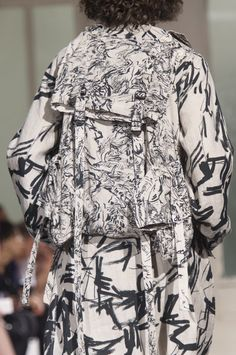 Yohji Yamamoto Spring 2018 Men's Fashion Show Details, Men's Runway, Menswear Collections at TheImpression.com - Fashion news, street style, models