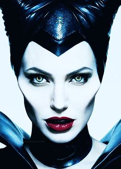 Angelina Jolie returns for Disney sequel Maleficent: Mistress of Evil, which is coming in time for Halloween. Angelina Jolie 2014, Angelina Jolie Maleficent, Maleficent Movie, Maleficent Costume, Maleficent 2014, Maleficent Halloween, Maleficent Horns, Malificent, Sleeping Beauty