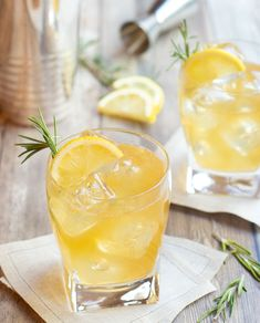 Lemon Ginger Bourbon Cocktail is a super flavorful drink with smoky, tangy overtones. Bourbon is shaken together with lemon juice, honey, ginger and rosemary. Bourbon Cocktails, Ginger Cocktails, Easy Cocktails, Cocktail Drinks, Fun Drinks, Cocktail Recipes, Alcoholic Drinks, Beverages, Sweet Cocktails