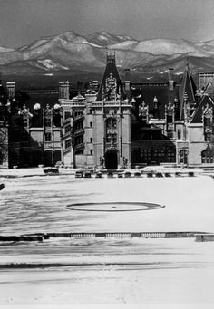 The Biltmore House was the 1895 home of George Vanderbilt. #avlpics #avl