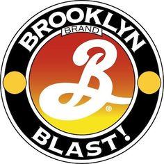 Cerveja Brooklyn Blast, estilo Imperial / Double IPA, produzida por Brooklyn Brewery, Estados Unidos. 8% ABV de álcool.