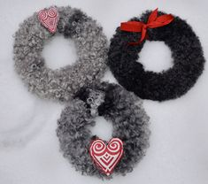 Burlap Wreath, Sheep, Crochet Necklace, Wreaths, Diy, Leather, Felting, Craft, Crochet Collar